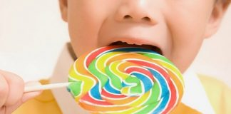 Chăm sóc răng cho con bằng cách hạn chế thực phẩm có vị ngọt