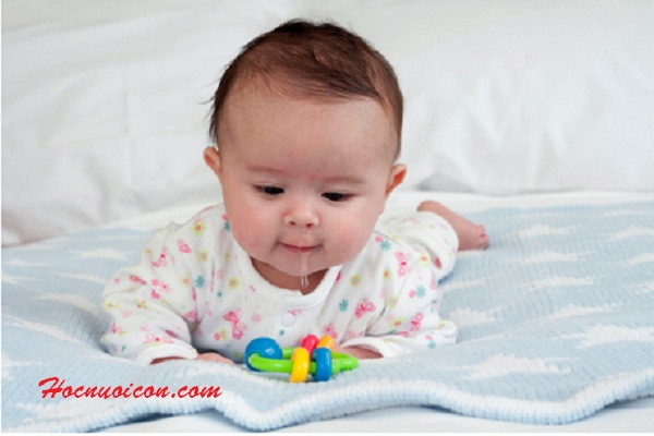1001 dấu hiệu trẻ sắp mọc răng sữa