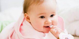 Những biểu hiện của bé sắp mọc răng