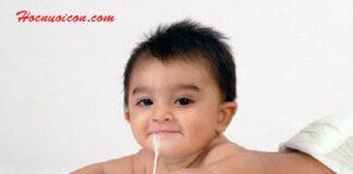 Cha mẹ nên làm gì khi trẻ bị trớ sữa?