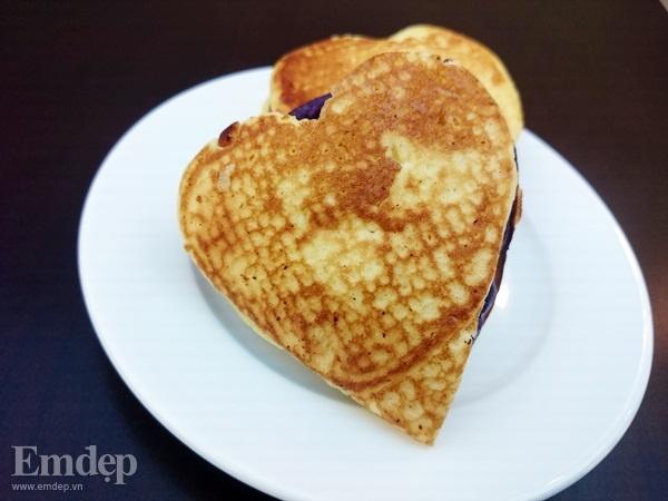 Bánh pancake nhân khoai môn tím