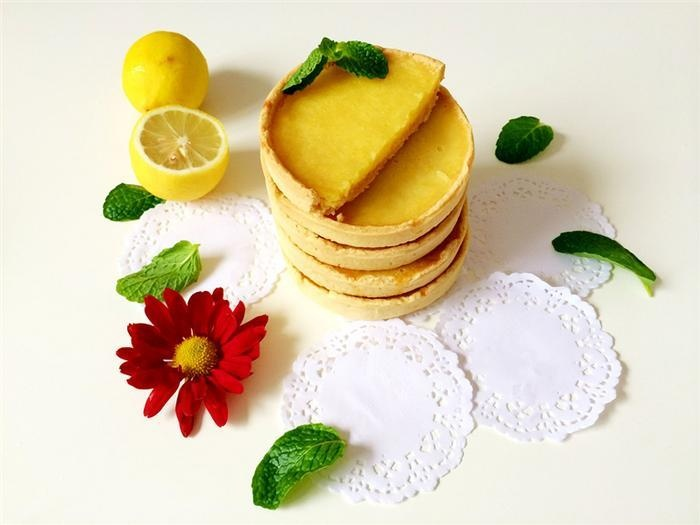 Vệt nắng thu vàng dịu trong bánh tart chanh tươi