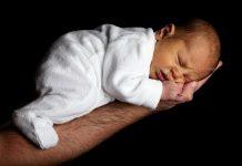8 mẹo giúp mẹ chăm sóc trẻ sơ sinh nhàn tênh