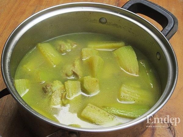 Canh sườn nấu chuối xanh