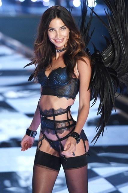 Bí quyết giữ dáng chuẩn của những thiên thần của Victoria's Secret