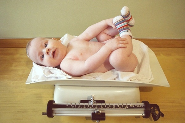 Nắm bắt những giai đoạn phát triển 'tăng vọt' của bé sơ sinh
