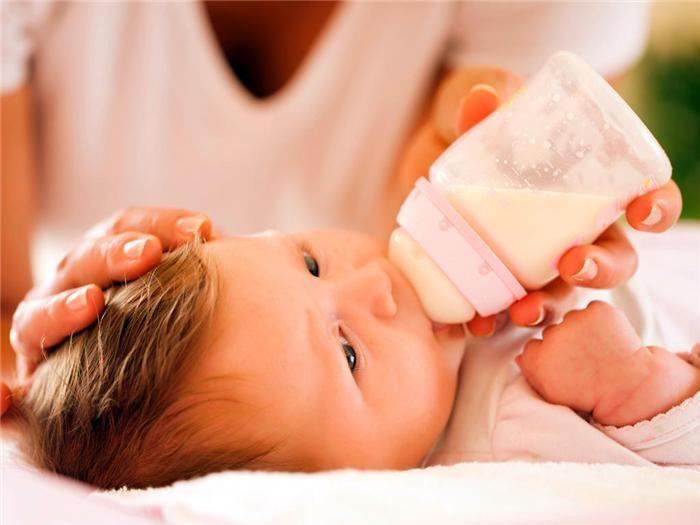 Những thắc mắc thường gặp khi nuôi con bằng sữa công thức