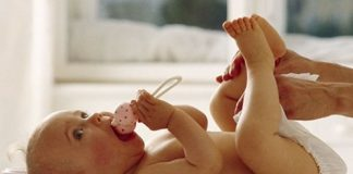 Hướng dẫn thay bỉm cho trẻ sơ sinh