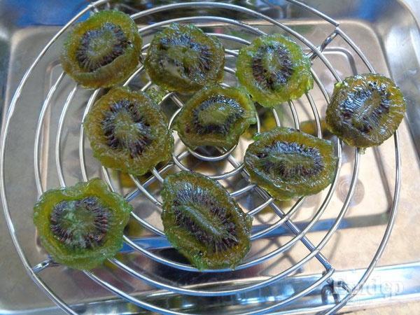 Mứt kiwi đơn giản mà ngon hoàn hảo cho Tết thêm sắc màu