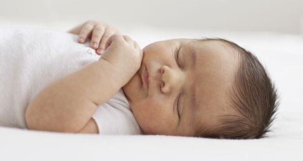 Chăm sóc rốn bé sơ sinh - tuyệt đối không dùng bông tẩm cồn