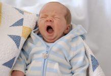 Những dấu hiệu cho biết em bé của bạn bị mệt mỏi