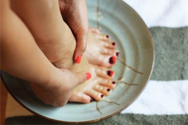 5 phương pháp trị gót chân nứt nẻ tại nhà