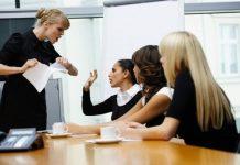 Ấm ức, căng thẳng vì trưởng phòng có tính trù dập