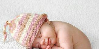 Thời gian ngủ tối thiểu của bé sơ sinh theo từng tháng