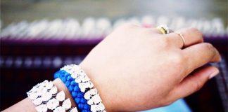 Tự kết vòng tay từ chỉ màu và dây đính đá