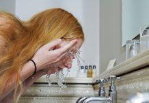 Trẻ hơn tuổi nhờ rửa mặt đúng cách