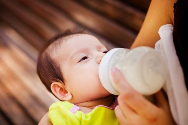 Theo dõi sự phát triển của trẻ sơ sinh 3 tuần tuổi