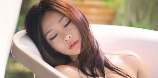 Tự chế 5 loại dầu tắm tự nhiên giúp làn da luôn căng mịn