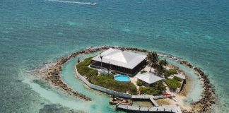 Đến thăm ngôi nhà kỳ thú mọc giữa rặng san hô - 1