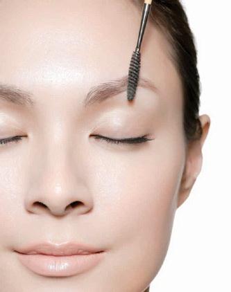Bí quyết tỉa lông mày đẹp trong 2 phút