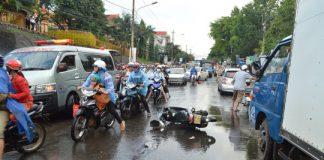 Ngã xe trong mưa, người phụ nữ bị container cán qua đầu