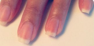 Cách vẽ nail chấm bi trắng thanh lịch cho cô nàng nữ tính