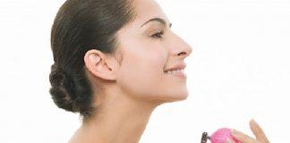 Cách làm hết mùi nước hoa trên cơ thể - 1