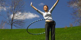 Lắc vòng là một trong số những bài tập được nhiều chị em lựa chọn bởi việc lắc vòng cũng khá nhẹ nhàng và không mất quá nhiều sức. Tuy nhiên nó đem lại khá nhiều lợi ích không ngờ đâu đấy nhé