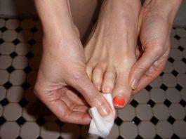 Cách giúp bạn tự sơn móng chân tại nhà