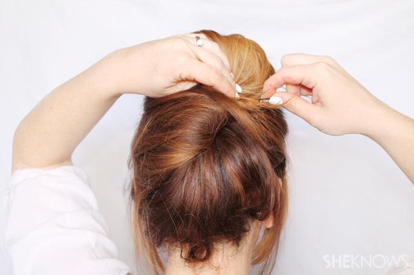 Thực hiện 3 cách búi tóc đơn giản mà 'sang chảnh' với ghim tóc