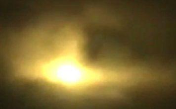 Ánh sáng lạ giữa trời đêm gây hoang mang ở Colombia